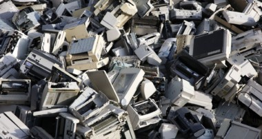 What happens during the laptop recycling process?