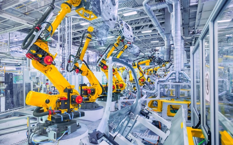 Manufacturing Robots: Essential Questions to Ask Before Investing in Robotic Automation